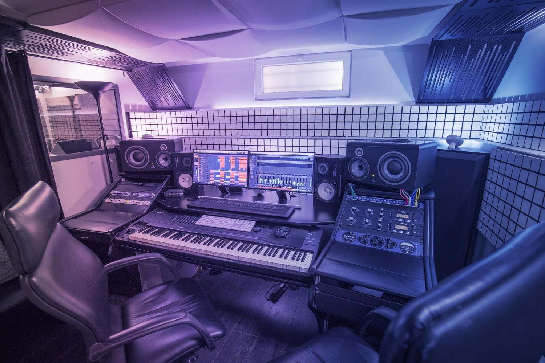 studio-face-3-1.jpg