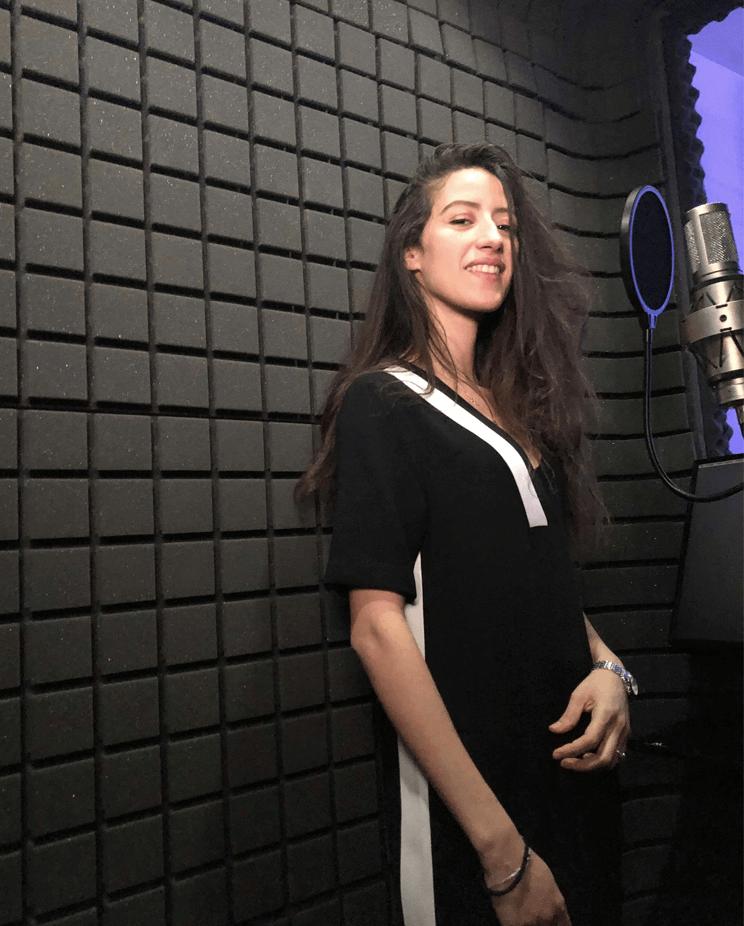 Artiste en cabine de prise de voix - Hedayat Music