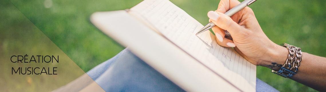hand-notebook-outdoors-34072 copie